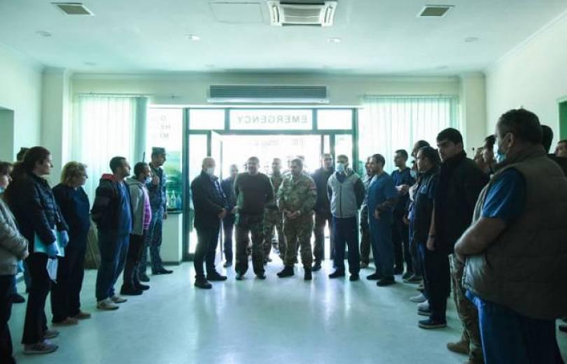 Photo of Արցախի նախագահը բարձր է գնահատել պատերազմական պայմաններում բուժաշխատողների աշխատանքը