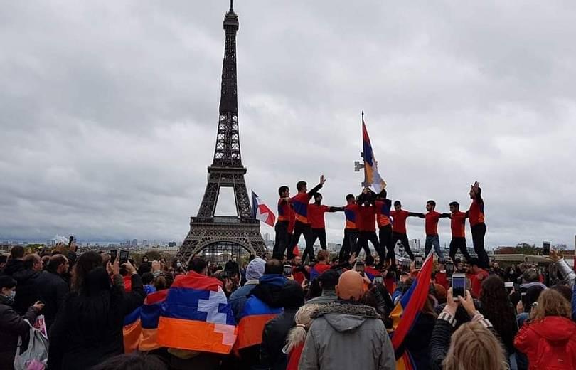 Photo of Ֆրանսիայի հայերը լայնամասշտաբ բողոքի ակցիա են իրականացրել Փարիզի սրտում