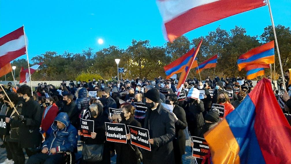 Photo of Подробности протеста, организованного армянами перед штаб-квартирой Space-X в США