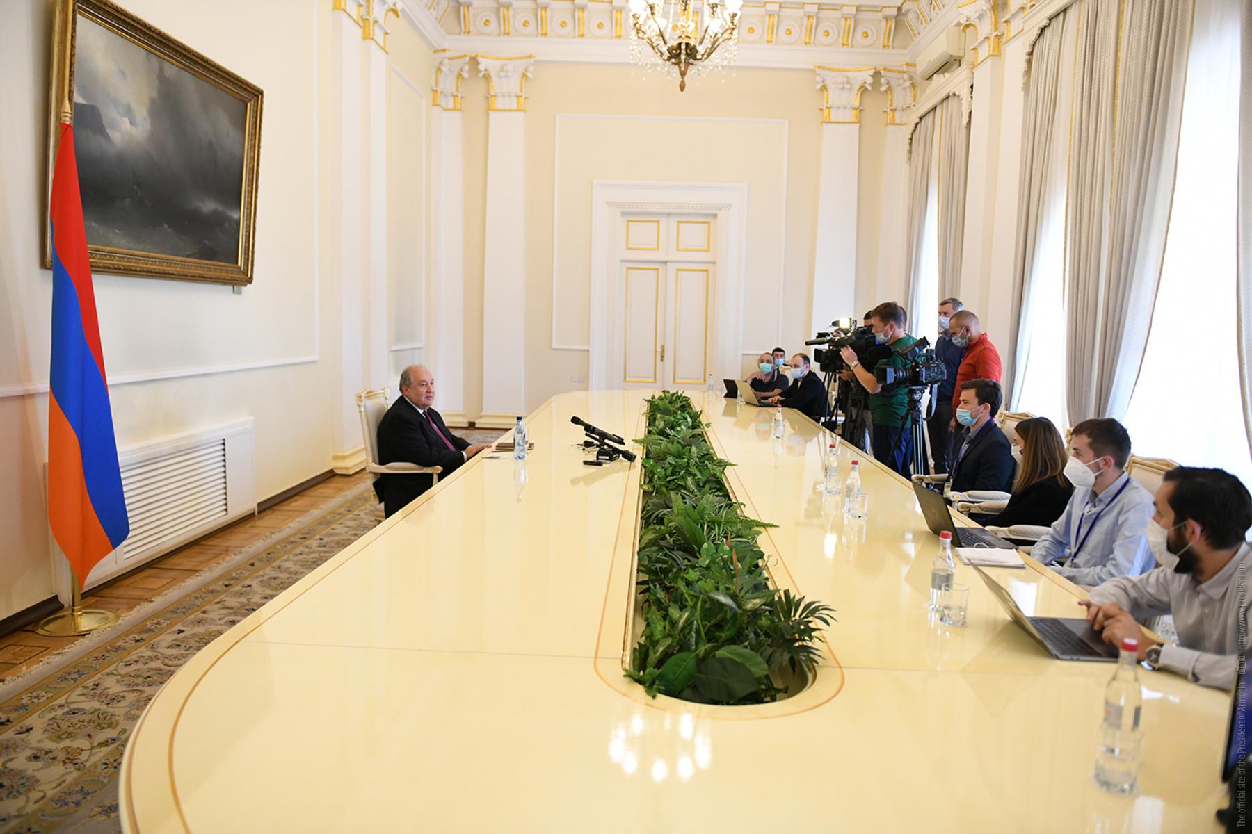 Photo of Ադրբեջանի սկսած պատերազմն էթնիկ զտման նպատակ ունի. նախագահ Արմեն Սարգսյանը հանդիպել է ռուսաստանյան լրատվամիջոցների ներկայացուցիչների հետ