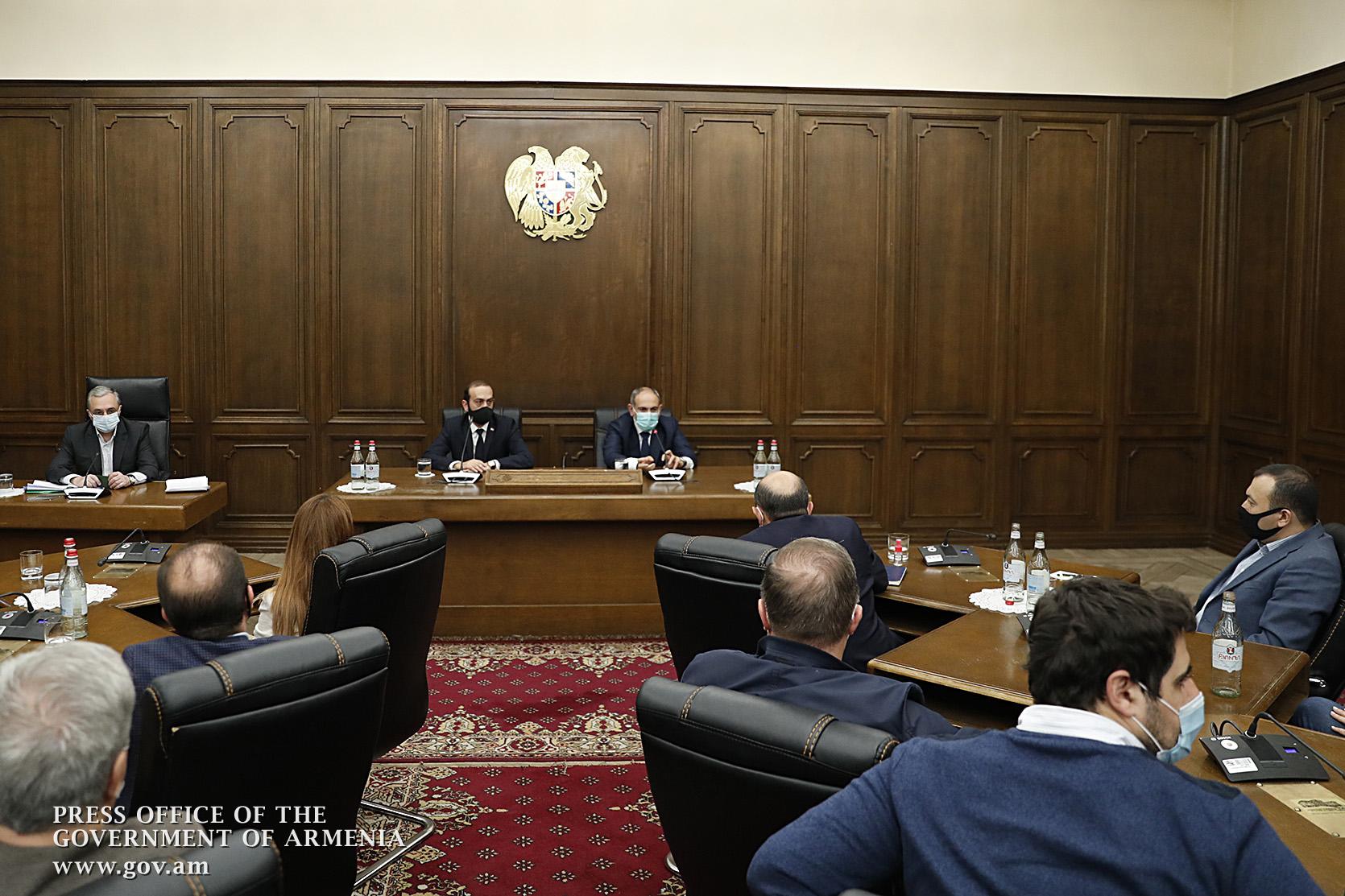 Photo of Վարչապետը հանդիպում է ունեցել ԱԺ խորհրդի անդամների հետ