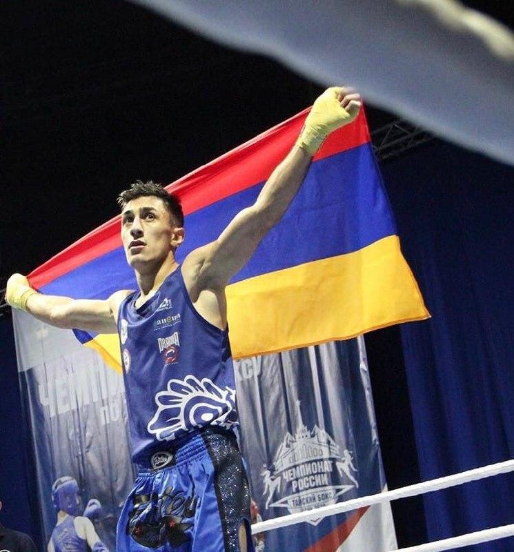 Photo of Двухкратный чемпион Европы Овсеп Асланян в третий раз подряд стал чемпионом России по тайскому боксу и посвятил победу солдатам, которые стоят на границе