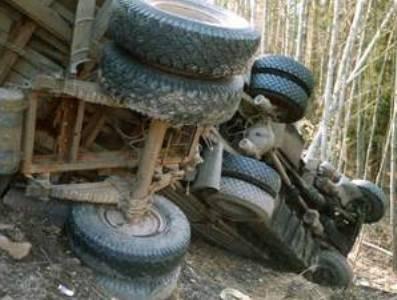 Photo of Երեւան-Մեղրի ավտոճանապարհին բեռնատարը գլորվել է ձորը․ ավտոմեքենայի տակ հայտնաբերվել է վարորդի դին. Կա վիրավոր