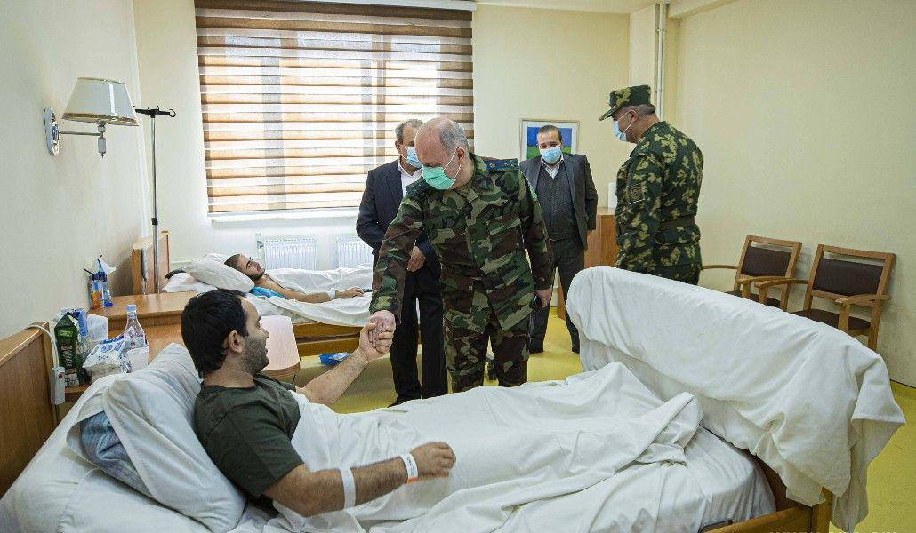 Photo of Այց ԱԱԾ սահմանապահ զորքերի վիրավոր զինծառայողներին