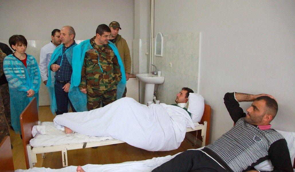 Photo of Президент Арцаха посетил раненых в результате агрессии Азербайджана военнослужащих
