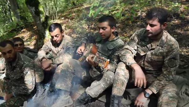Photo of На передовой защиты Родины. Трогательное исполнение армянского солдата