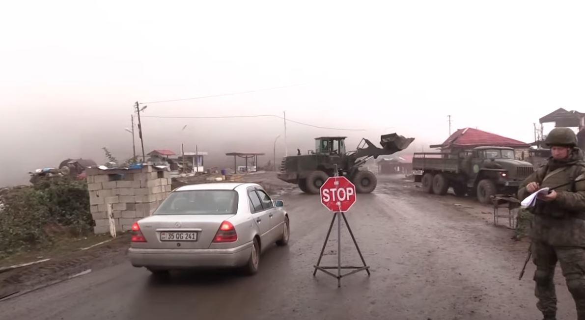 Photo of Ռուս խաղաղապահները ԼՂ-ում Լաչինի միջանցքի երկայնքով ապահովում են քաղաքացիական տրանսպորտի անվտանգ շարժը. ՌԴ Պ