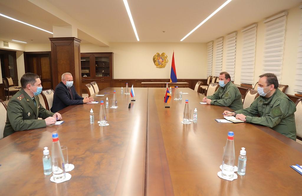 Photo of ՀՀ պաշտպանության նախարարը հանդիպել է Հայաստանում Ռուսաստանի դեսպանի հետ