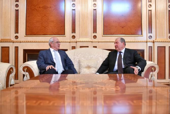 Photo of Նախագահ Արմեն Սարգսյանը հեռախոսազրույց է ունեցել ՀԲԸՄ նախագահ Պերճ Սեդրակյանի հետ