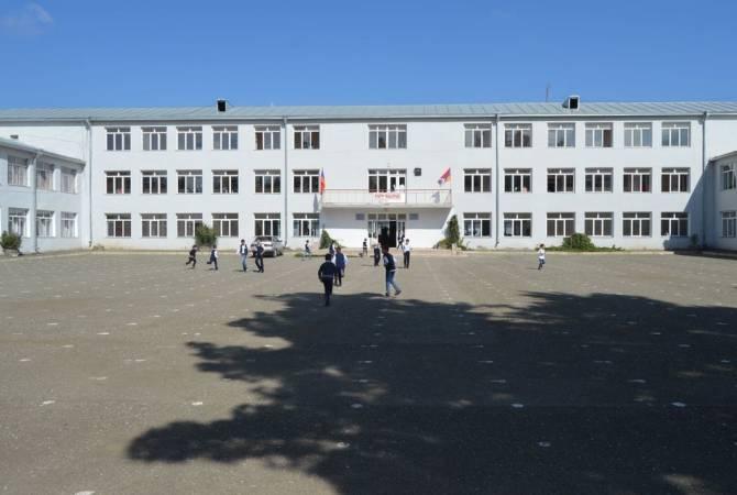 Photo of Ստեփանակերտի թիվ 2 դպրոցը մասամբ գործում է. ծնողները կարող են գրանցել երեխաներին