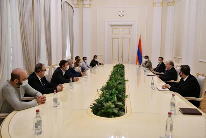 Photo of Նախագահ Արմեն Սարգսյանն ընդունել է ԱԺ «Իմ քայլը» խմբակցության մի խումբ պատգամավորների