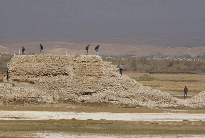 Photo of Վանա լճի մակարդակի իջեցման արդյունքում հայտնաբերվել են Արարատյան թագավորության շրջանի պատմական կառույցներ