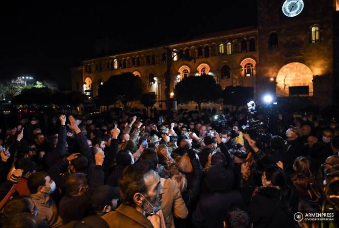 Photo of Ոստիկանությունը պահանջում է դադարեցնել վարչապետի ու կառավարության աջակիցների հավաքը
