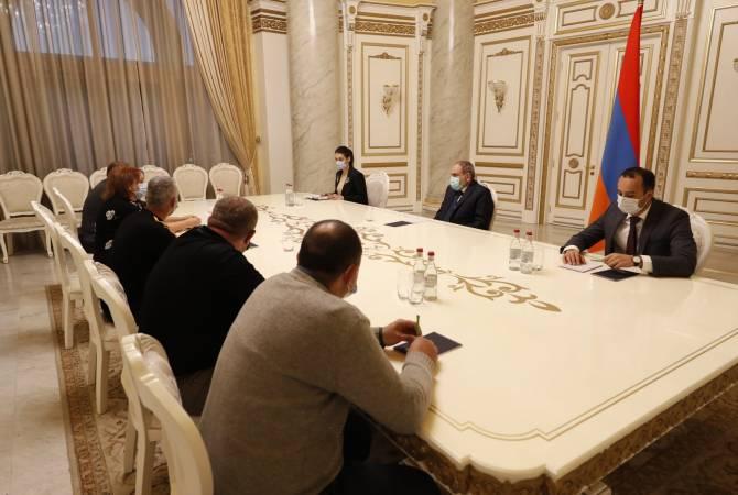 Photo of Премьер-министр Пашинян провел встречу с членами семей срочных военнослужащих