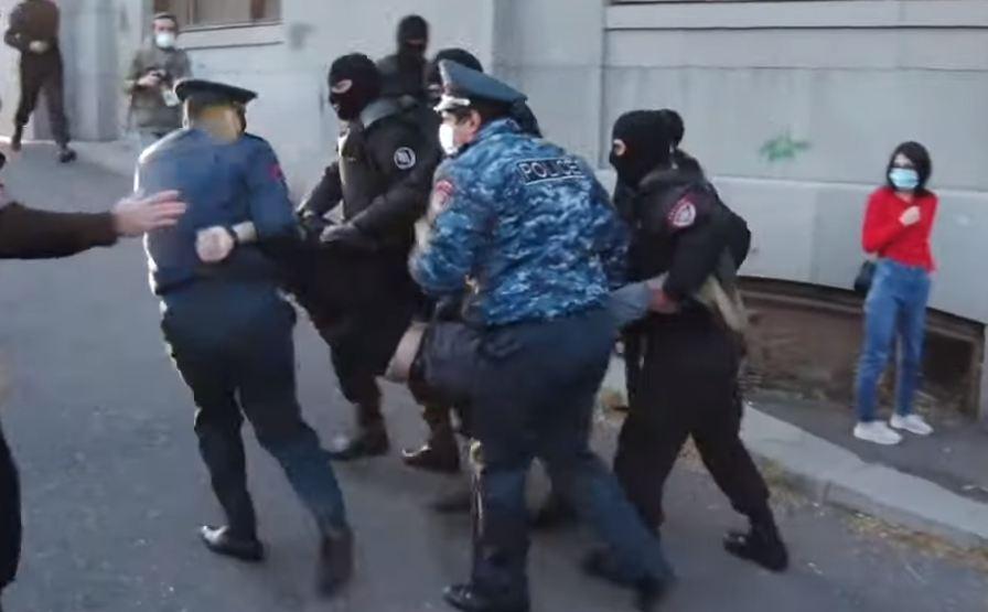 Photo of Ոստիկանները ուժ են կիրառում «Սասնա ծռերի» հանրահավաքի մասնակիցների նկատմամբ
