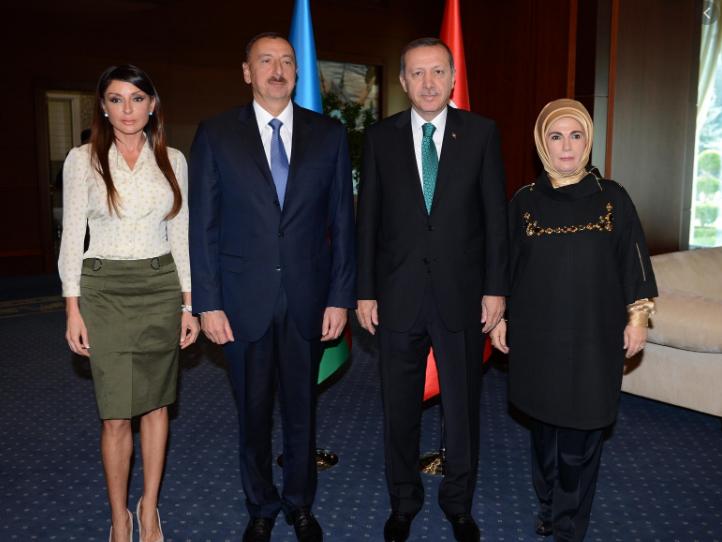 Photo of Парламент Нидерландов принял резолюции о введении индивидуальных санкций против Эрдогана и Алиева