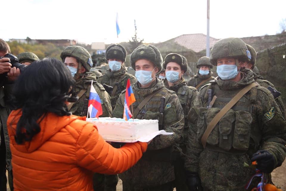 Photo of Мэр Степанакерта Давид Саргсян сегодня поздравил российских миротворцев с Днём миротворцев