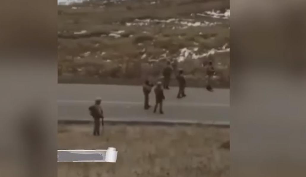 Photo of Ադրբեջանցի զինվորները Սոթքի անցակետի մոտ «Ալլահ աքբար» են գոռում հայ զինվորների ուղղությամբ