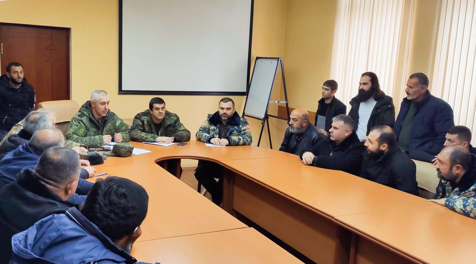Photo of Араик Арутюнян встретился с родственниками пропавших без вести и находящихся в плену военнослужащих