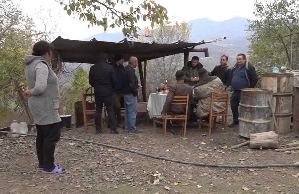 Photo of Կարմիր շուկայում ու Թաղավարդում բնակիչները սկսել են վերականգնել հրետակոծությունից վնասված տները