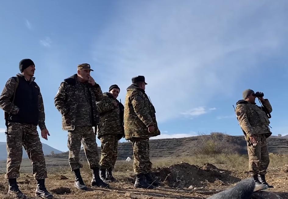 Photo of Սյունիք հասած հայ–ադրբեջանական սահմանին մեր տղաները շտապում են առավելագույն բարենպաստ դիրքերում ամրապնդվել