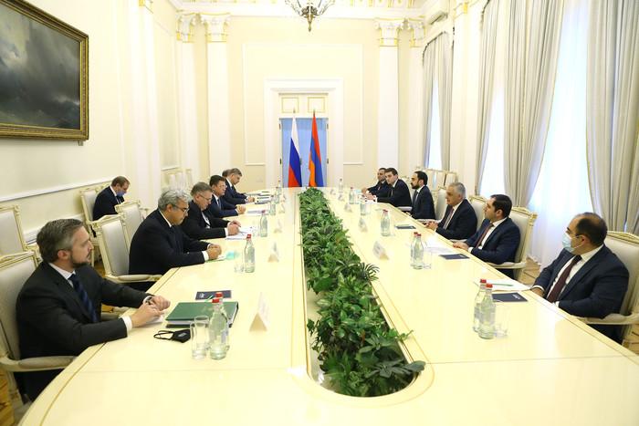 Photo of Вице-премьеры Армении и России обсудили меруы преодоления последствий гуманитарной катастрофы НК