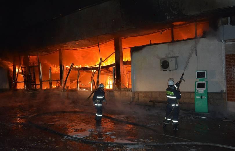 Photo of Լուսադեմին Ստեփանակերտում հրդեհ է բռնկվել. քաղաքի կենտրոնում այրվել է հանրախանութ