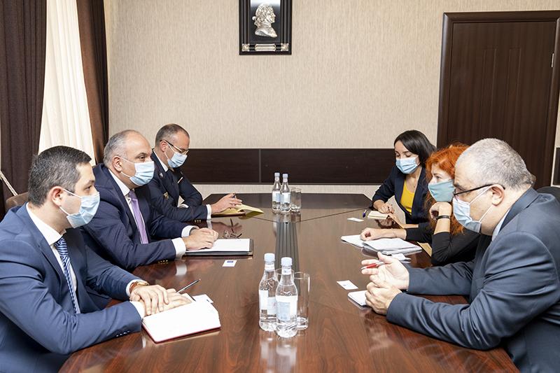 Photo of ՀՀ զինվորական դատախազը «Human Rights Watch» կազմակերպության ներկայացուցչի հետ քննարկել է Ադրբեջանում գերեվարված հայ ռազմագերիների և քաղաքացիական անձանց իրավունքների պաշտպանության խնդիրները