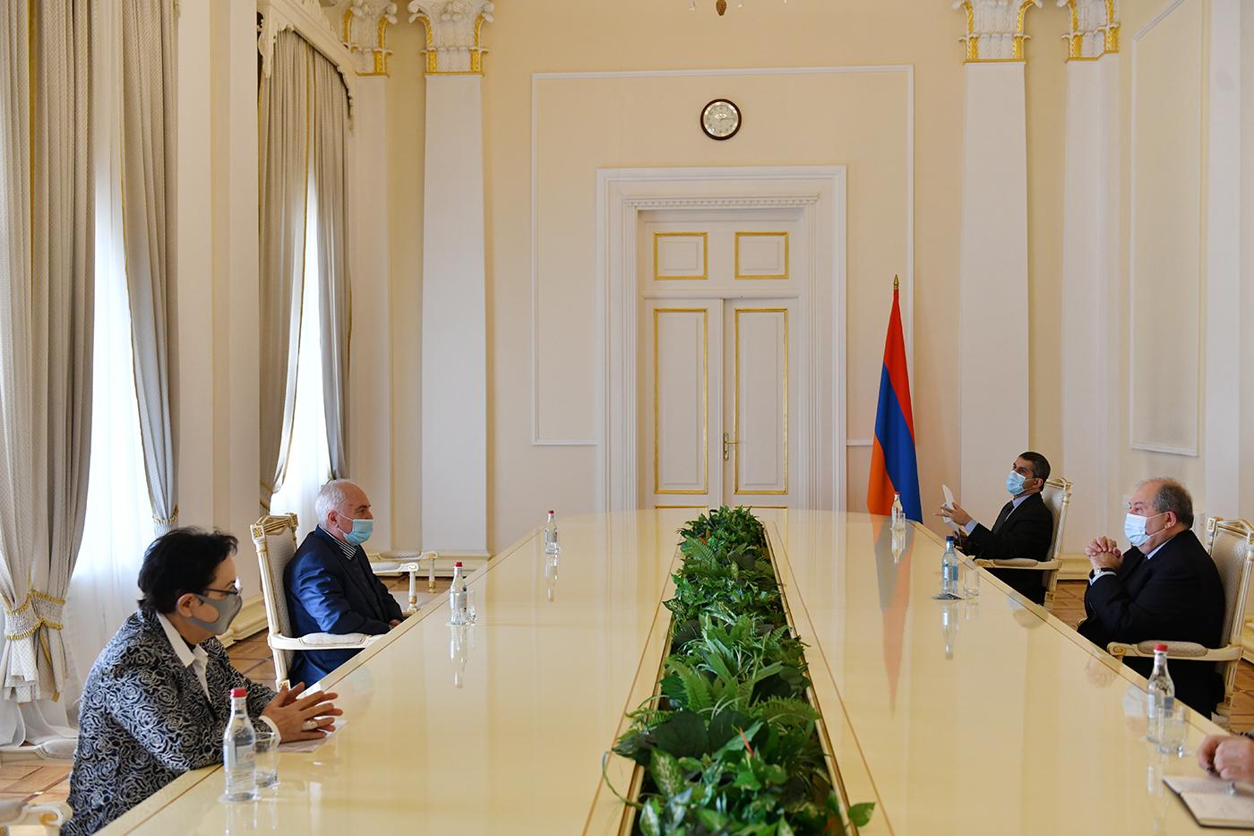 Photo of Հանրապետության նախագահ Արմեն Սարգսյանը շարունակում է խորհրդակցությունները