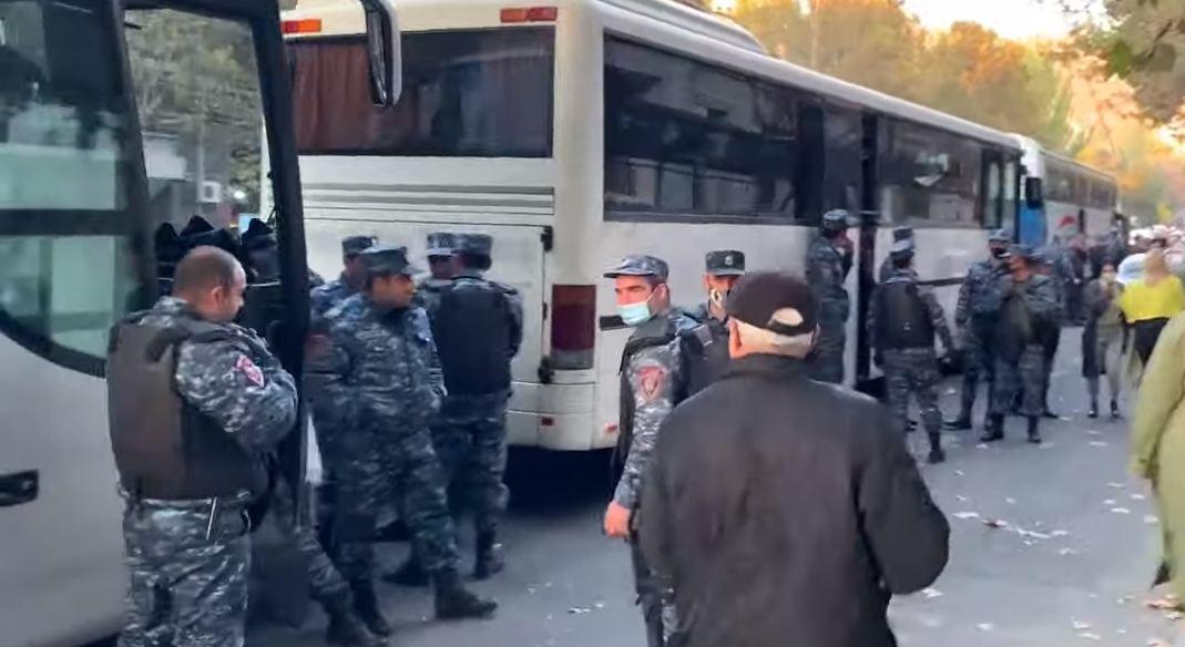 Photo of Մաշտոցի պողոտայում ավտոբուսներով ոստիկանական մեծաթիվ ուժեր են կենտրոնացվել