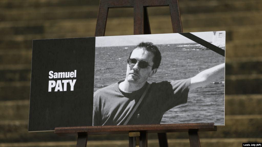 Photo of Во Франции четверо школьников поддержали убийство учителя