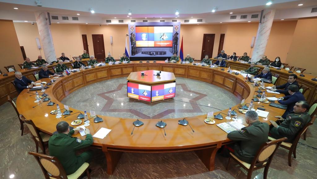 Photo of Министры обороны Армении и России подписали регулирующие деятельность миротворцев документы