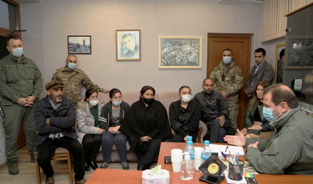 Photo of ՀՀ պաշտպանության նախարարը հանդիպել է զինծառայողների ընտանիքների անդամների հետ