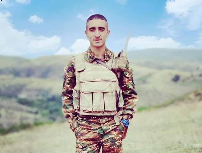 Photo of «Երբ քո աչքով ես տեսնում՝ ընկերոջդ արյունը ոնց է թափվում էդ հողին, էդ հողը ավելի սուրբ է դառնում քեզ համար». Արցախի հերոս Էդգար Մարկոսյան