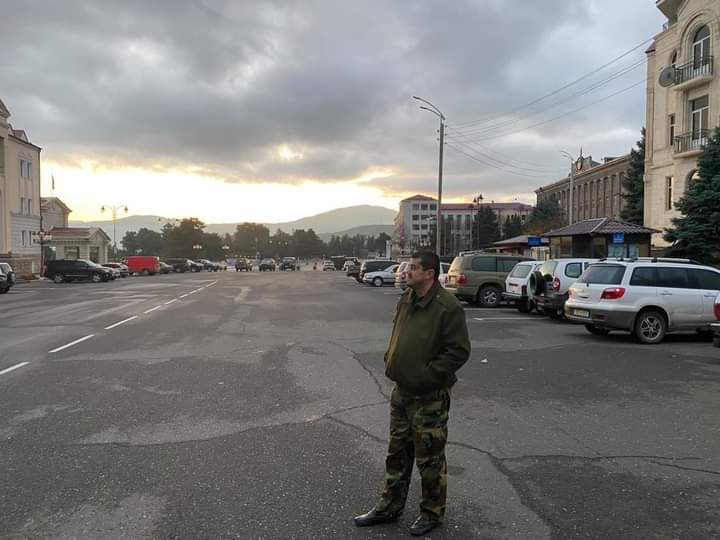 Photo of Ստեփանակերտի Վերածննդի հրապարակում դիմավորել եմ կյանքիս ամենածանր լուսաբացներից մեկը. Արայիկ Հարությունյան