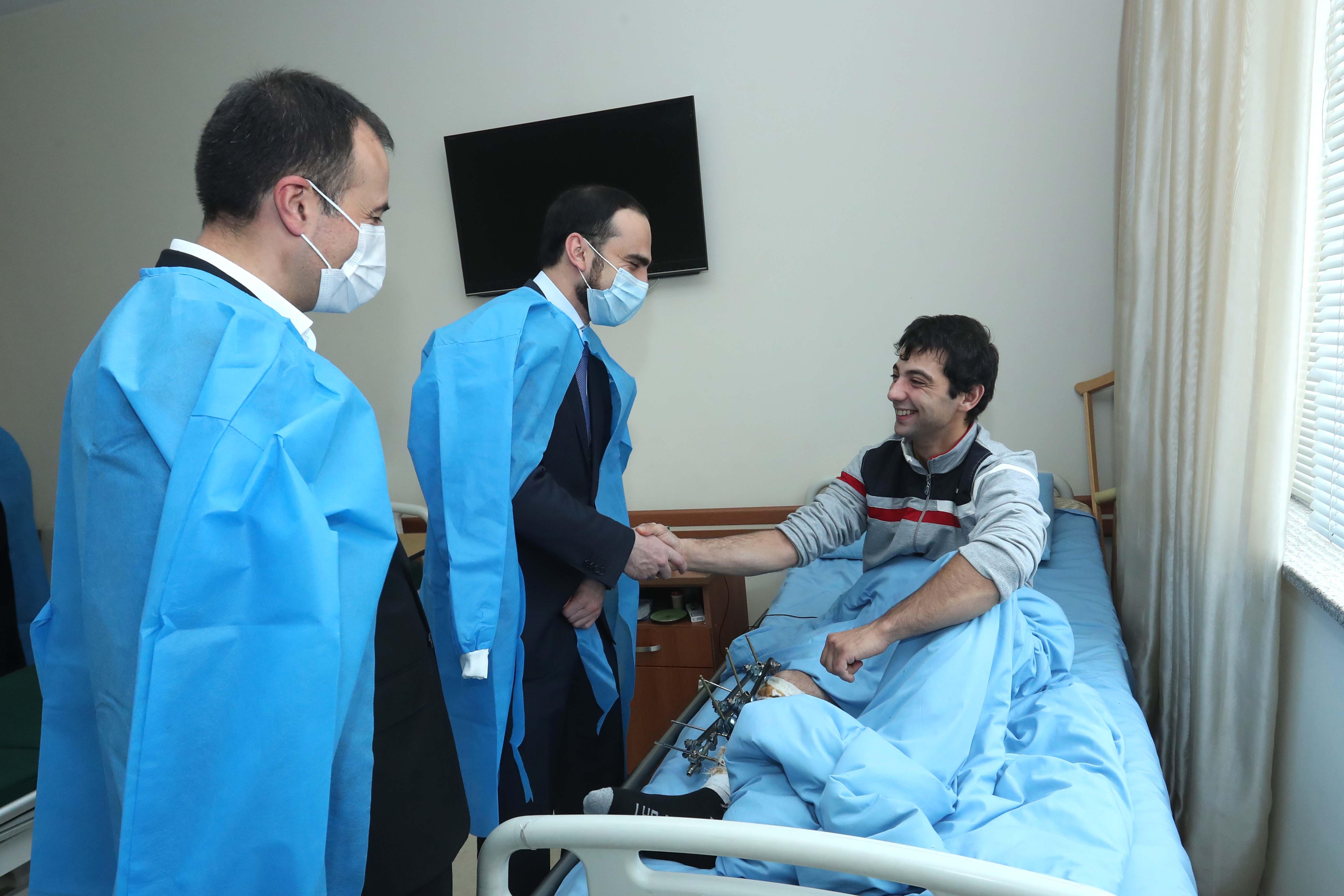 Photo of Փոխվարչապետ Տիգրան Ավինյանն այցելել է վիրավոր զինվորներին