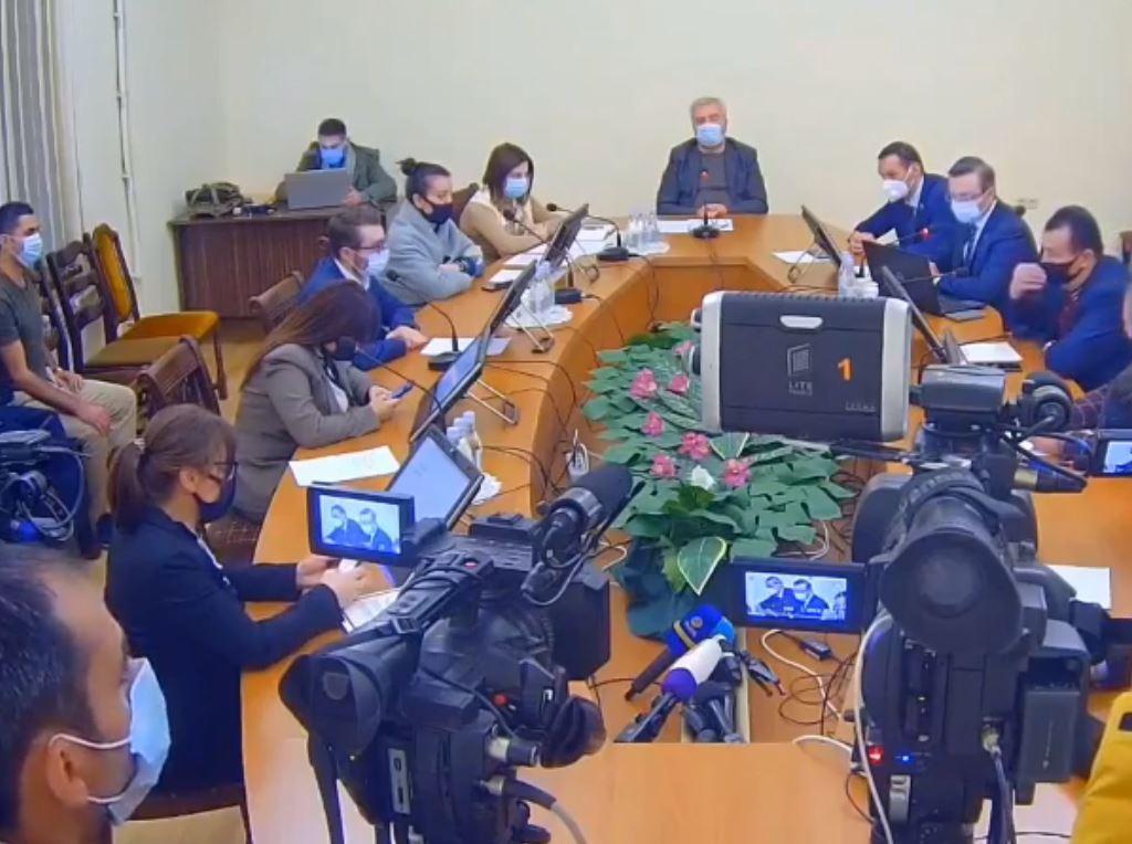 Photo of В Национальном собрании обсуждается законопроект об отмене военного положения. ПРЯМОЙ ЭФИР