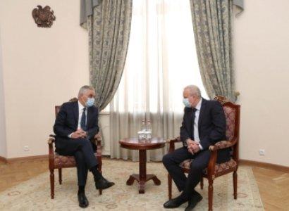Photo of Вице-премьер Армении поблагодарил посла России за усилия Москвы по прекращению боевых действий в Арцахе