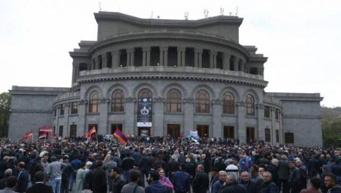 Photo of Оппозиция призвала митингующих разойтись по домам от здания парламента Армении