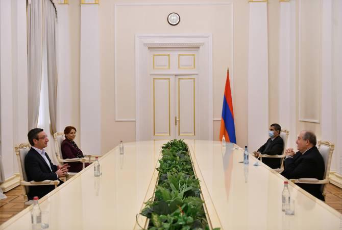 Photo of ՀՀ նախագահը հանդիպել է ԱԺ «Լուսավոր Հայաստան» խմբակցության ներկայացուցիչների հետ