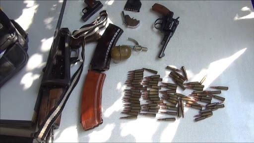 Photo of Սյունիքում ոստիկանները Արցախից բերված մեծ քանակությամբ զենք-զինամթերք են հայտնաբերել