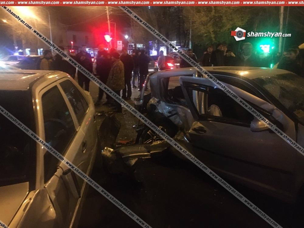 Photo of Խոշոր ու շղթայական ավտովթար Գյումրիում. բախվել են 3 Mercedes, Volkswagen, Nissan, Mitsubishi Pajero և Infiniti մակնիշի ավտոմեքենաները. կան վիրավորներ