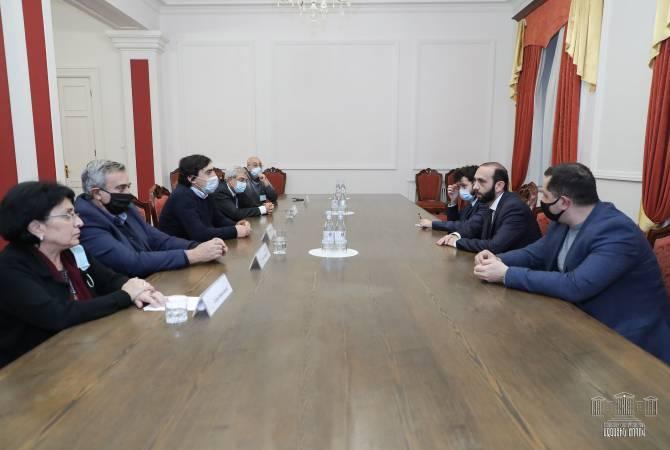 Photo of Председатель НС Армении встретился с представителями академических кругов