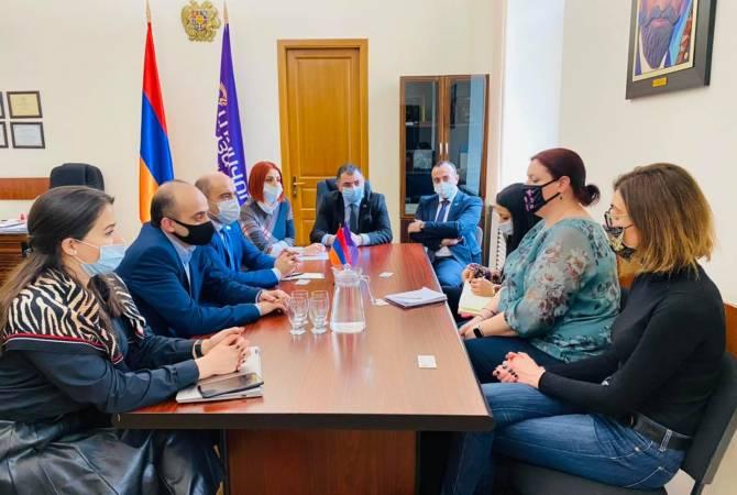 Photo of «Լուսավոր Հայաստան» խմբակցության պատգամավորները հանդիպել են ԿԽՄԿ ներկայացուցիչներին
