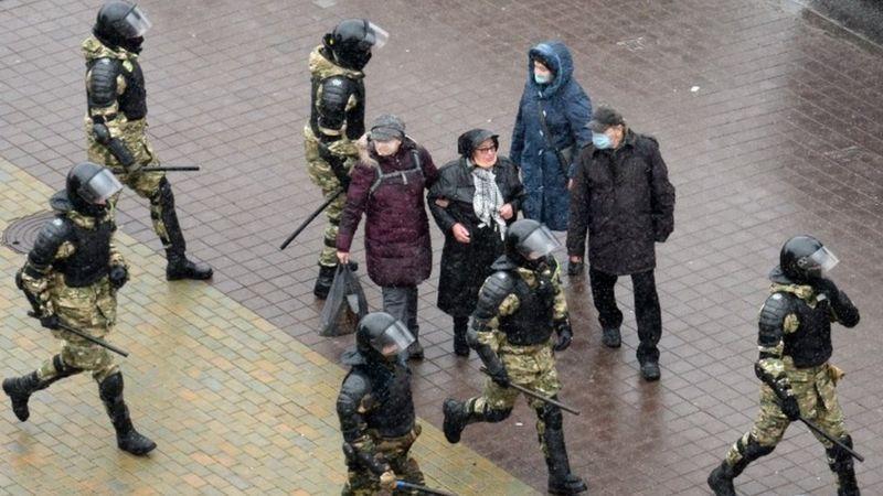 Photo of Протесты в Беларуси: более 300 задержанных в Минске «на марше воли»