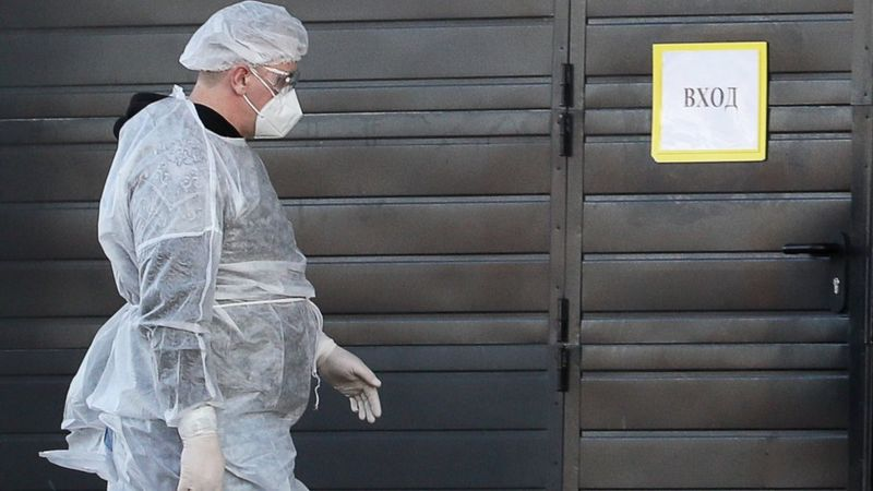 Photo of Коронавирус в России: утечка данных в Москве, рейд по барам в Петербурге