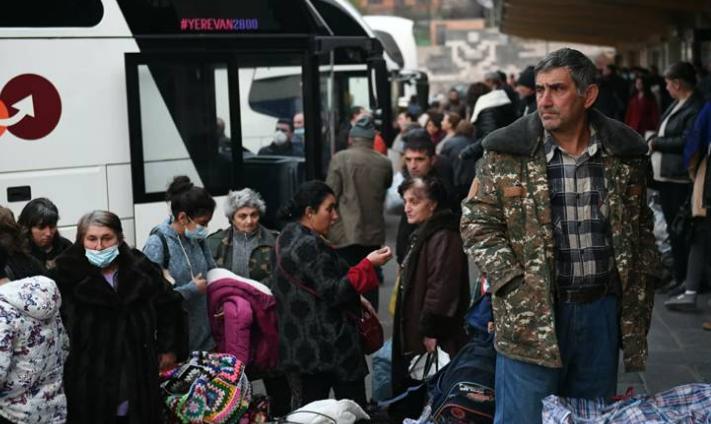 Photo of В Степанакерт из Армении за сутки вернулись более 850 беженцев