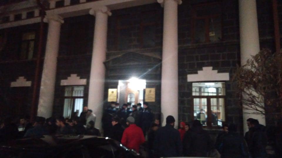 Photo of Родственники пленных находятся в администрации Ширакской области