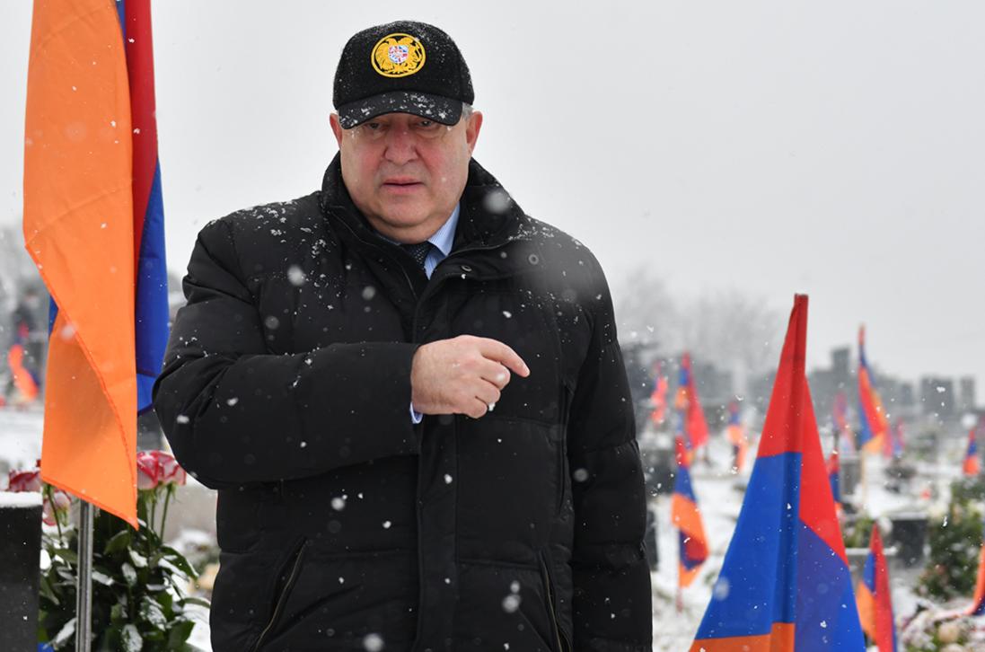 Photo of Президент Армении в «Ераблуре» почтил память жертв арцахской войны