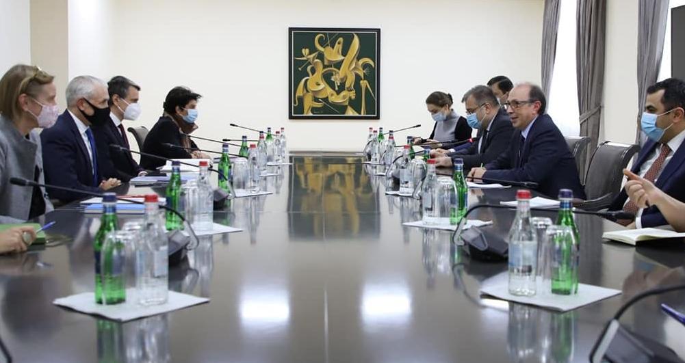 Photo of Глава МИД Армении провел встречу с представителями офиса ООН